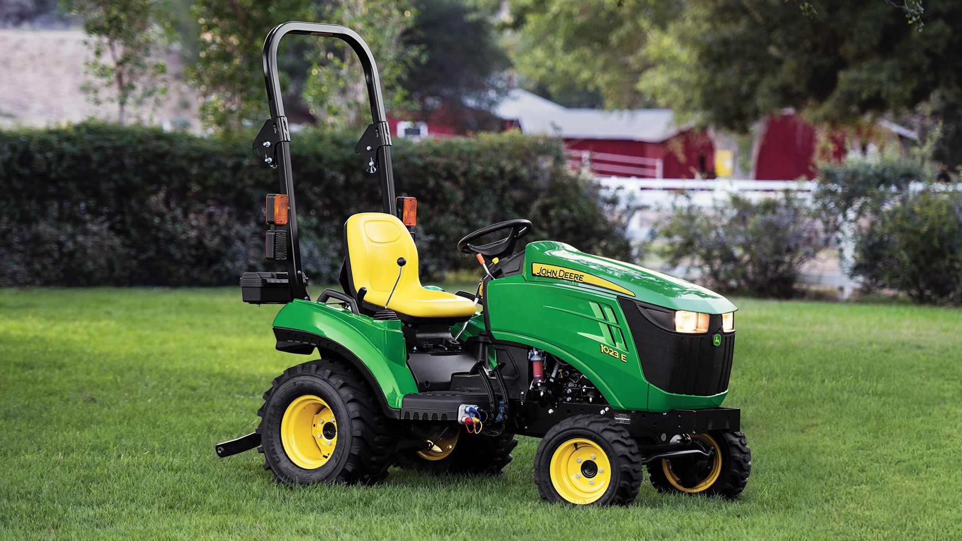 1family-utility-tractor-hero-r4e038695